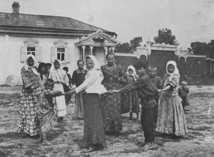 russkiy narodnyy kostyum 100 let nazad