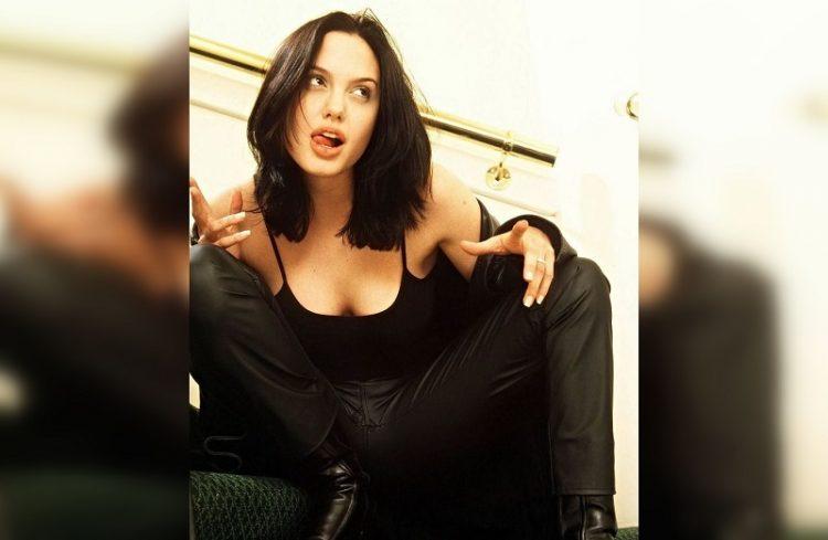 Анджелина Джоли 90-е