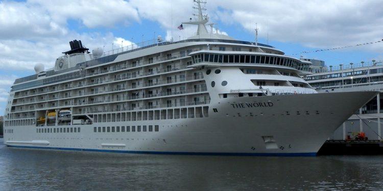 Жизнь богачей на роскошном круизном лайнере The World