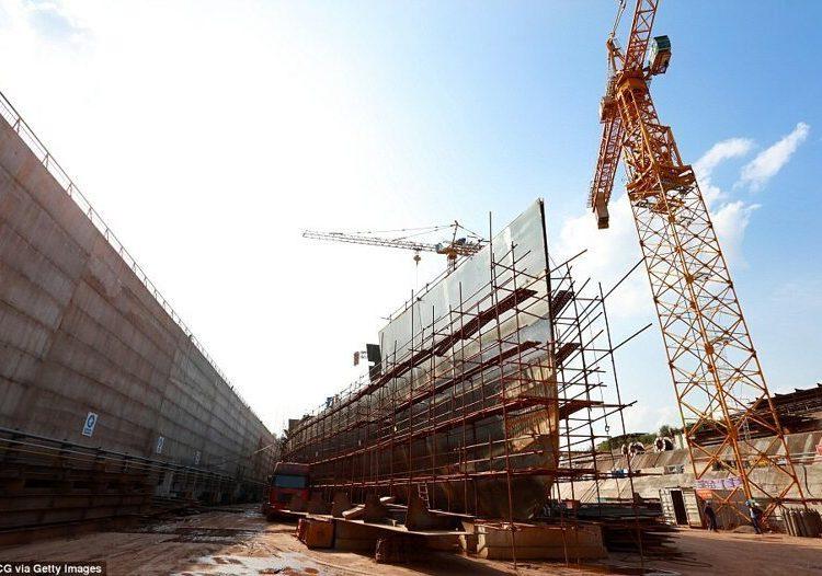 """Китайский """"Титаник"""": процесс строительства точной копии легендарного корабля"""