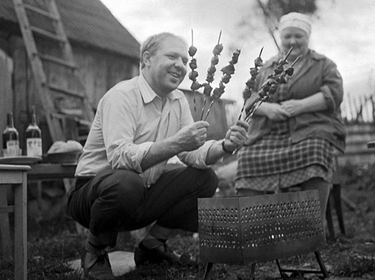 sovetskiye znamenitosti na dache Oleg Popov