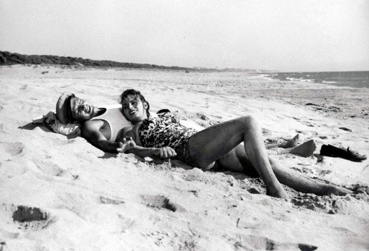 Sophia Loren Marcello Mastroianni on the beach